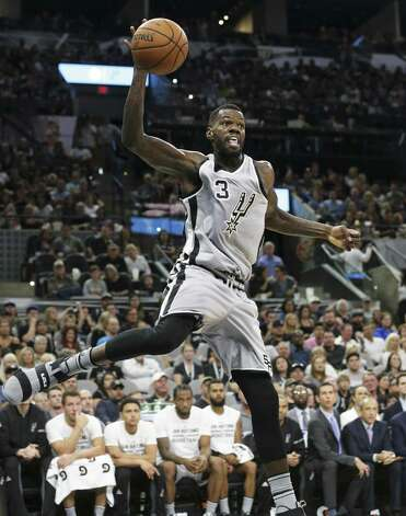 Dewayne Dedmon saves a ball out of bounds as the Spurs host the Pelicans at the AT&T Center on October 29, 2016. Photo: Tom Reel, Staff / San Antonio Express-News / 2016 SAN ANTONIO EXPRESS-NEWS
