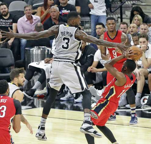 Dewayne Dedmon spans in the air to force the ball away from Langston Galloway as the Spurs host the Pelicans at the AT&T Center on October 29, 2016. Photo: Tom Reel, Staff / San Antonio Express-News / 2016 SAN ANTONIO EXPRESS-NEWS