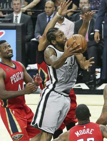 Kawhi Leonard dives under to get a layup in the second half as the Spurs host the Pelicans at the AT&T Center on October 29, 2016. Photo: Tom Reel, Staff / San Antonio Express-News / 2016 SAN ANTONIO EXPRESS-NEWS