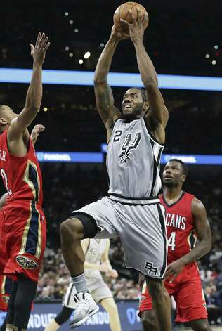 Kawhi Leonard sails to the hoop for a dunk as the Spurs host the Pelicans at the AT&T Center on October 29, 2016. Photo: Tom Reel, Staff / San Antonio Express-News / 2016 SAN ANTONIO EXPRESS-NEWS