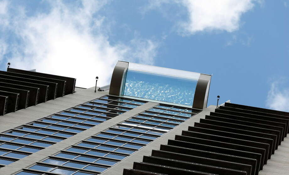 Market Square Tower's sky pool, on the 42 floor of the luxury apartment complex, at 777 Preston Street, featuring a glass-bottom, infinity pool, Wednesday,Nov. 2, 2016 in Houston. ( Karen Warren / Houston Chronicle ) Photo: Karen Warren/Houston Chronicle