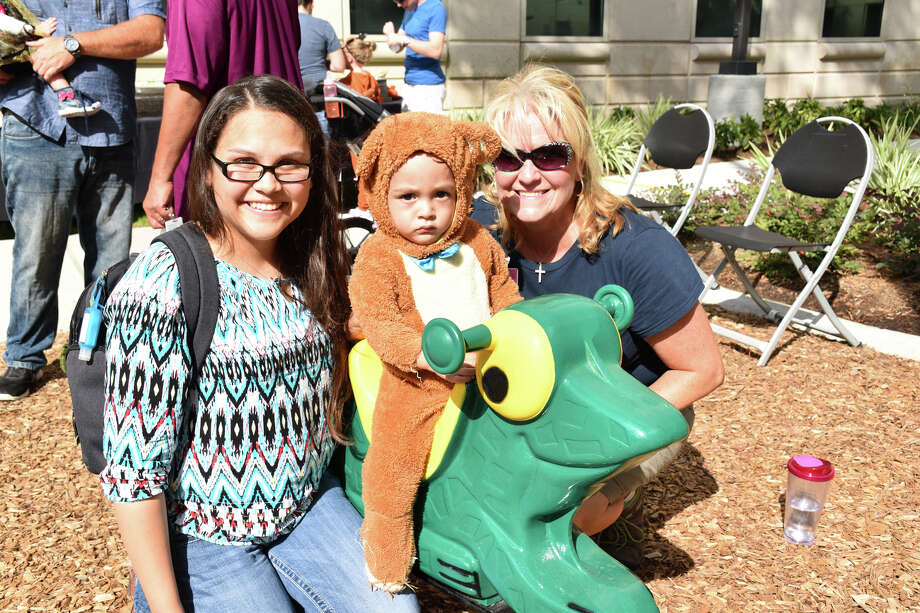 Earlier this month, the Children's Memorial Hermann Richard Rivas, M.D. Neonatal Intensive Care Unit (NICU) at Memorial Hermann The Woodlands Hospital hosted a reunion for its former patients. Held on campus at its new Wolf Park, more than 200 families with NICU graduates donning Halloween costumes attended the Fall Festival-themed event.