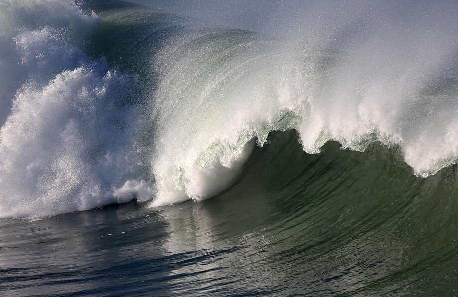 Large waves break near the municipal pier in Pacifica, Calif. on Friday, Jan. 23, 2015. The National Weather Service has issued a high surf advisory from the Sonoma County coastline south to Big Sur. Photo: Paul Chinn, The Chronicle