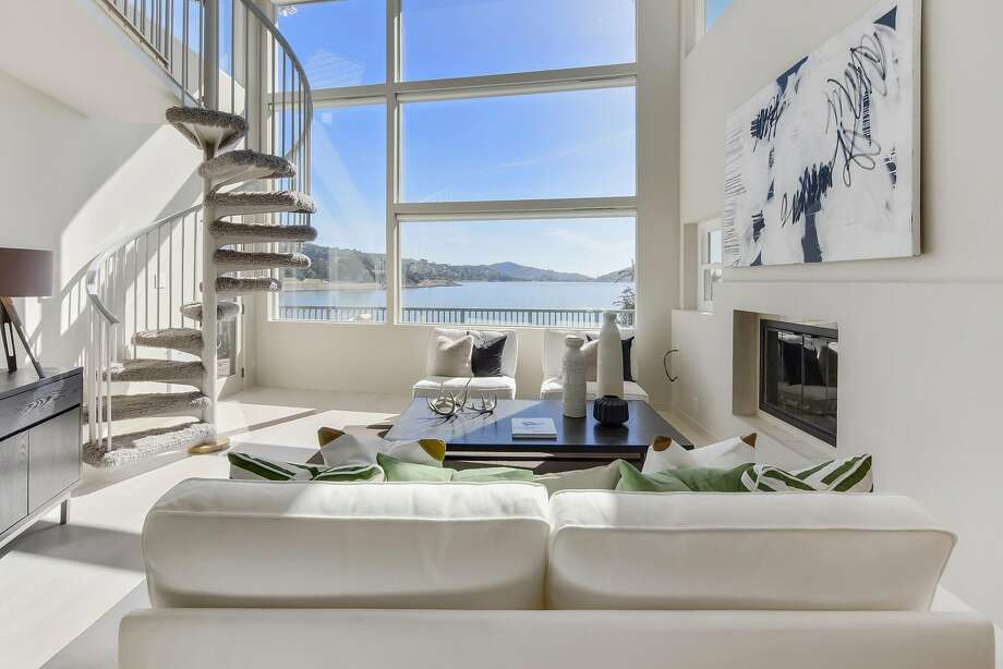 The southern facing living room at 426 Greenwood Beach Road in Tiburon overlooks Richardson Bay. Photo: Circlevisions