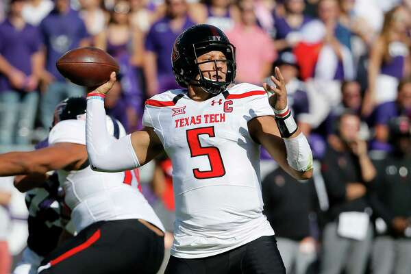 Texas Tech quarterback Patrick Mahomes II prepares to throw a pass in the first half of an NCAA college football game against TCU on Saturday, Oct. 29, 2016, in Fort Worth, Texas. (AP Photo/Tony Gutierrez)