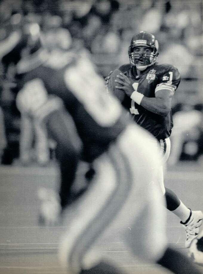 Moon in action for the Minnesota  Vikings in 1995. Photo: Smiley N. Pool, Staff / Houston Chronicle