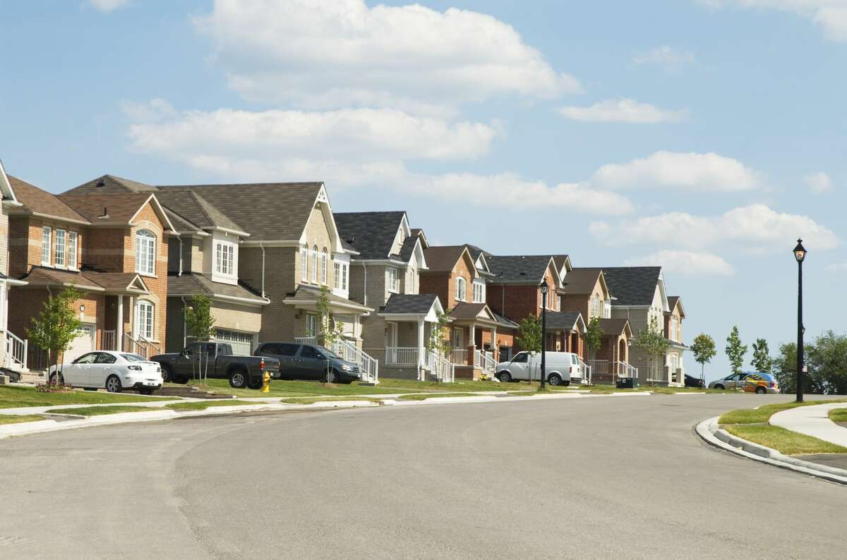 24) Newmarket Province: OntarioCity Type: SmallPerks: High income, healthy population growth, low crime, good weather