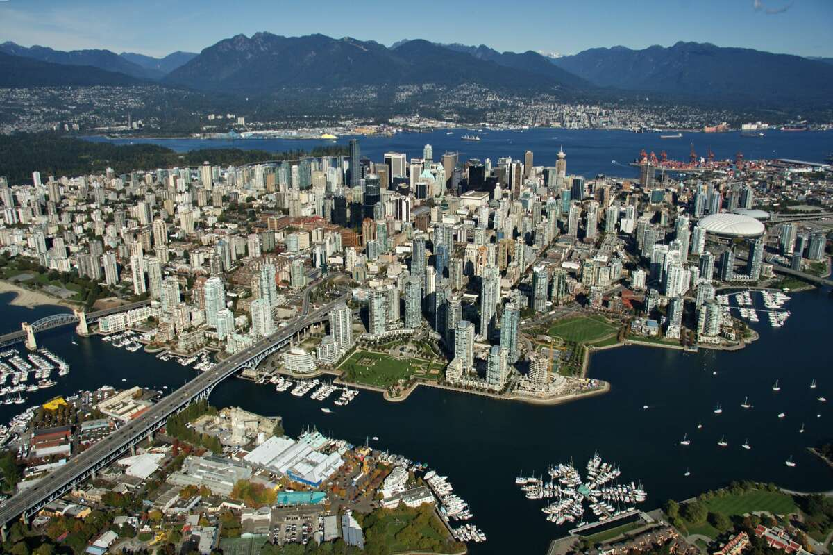 BEST PLACES TO LIVE IN CANADA 25) North Vancouver (CY) Province: British ColumbiaCity Type: SmallPerks: Low unemployment, healthy population growth, low taxes, easy to walk/bike/take transit, strong arts & sports community