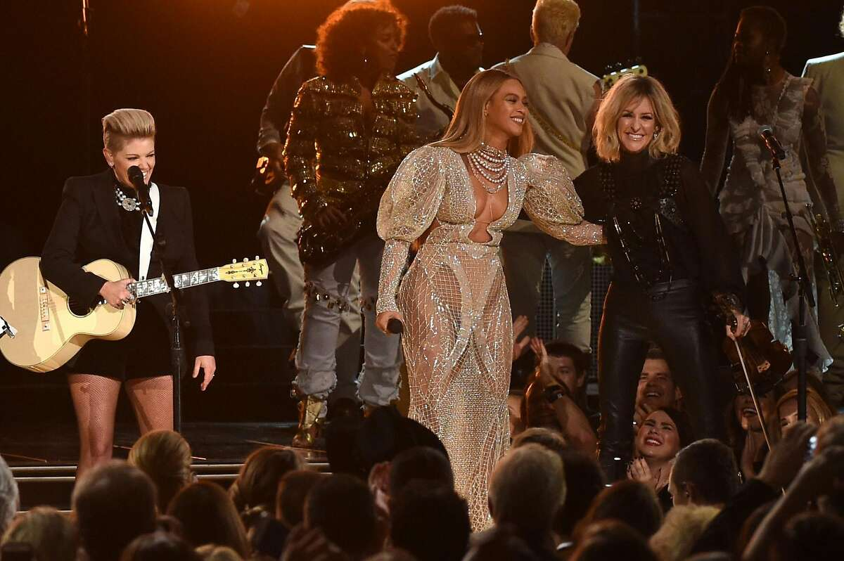 NASHVILLE, TN - NOVEMBER 02: Beyonce performs onstage with Martie Maguire of Dixie Chicks at the 50th annual CMA Awards at the Bridgestone Arena on November 2, 2016 in Nashville, Tennessee. (Photo by Rick Diamond/Getty Images)