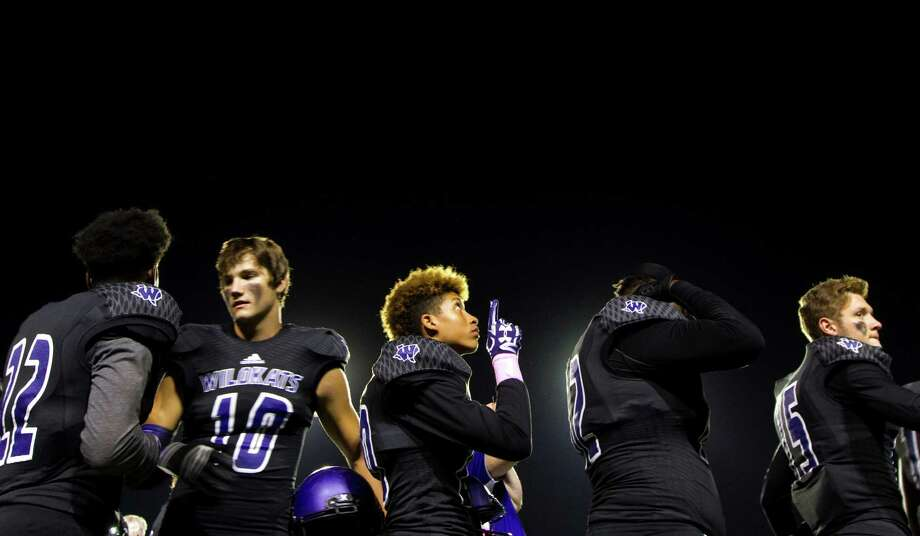 Willis defensive back Devonte Nephew (20) points toward the sky following the national anthem during a District 20-5A high school football game at Berton A. Yates Stadium Friday, Oct. 28, 2016, in Willis. Photo: Jason Fochtman, Staff Photographer / Houston Chronicle
