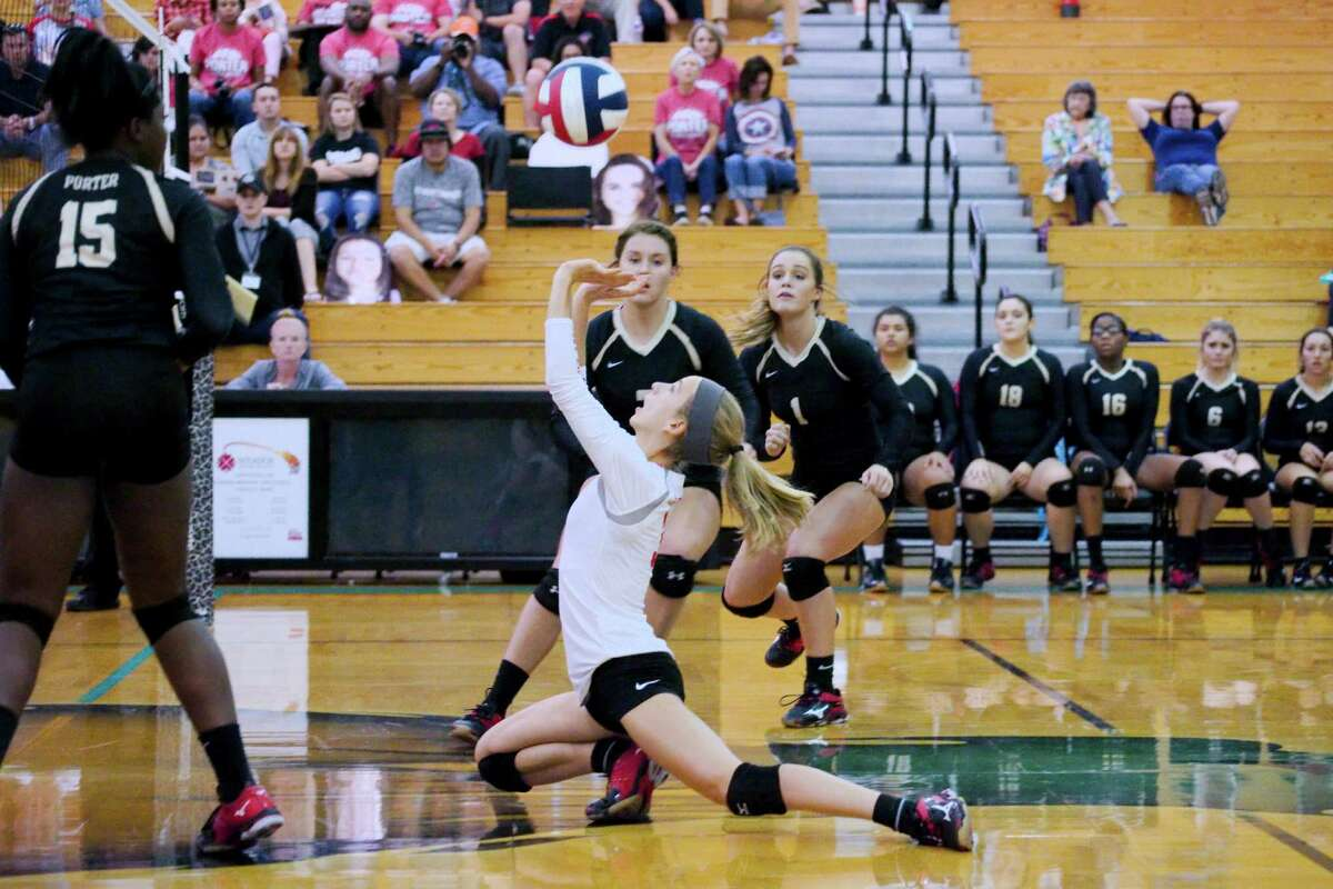 Porter's Laura Tonchina (3) digs down to set up a shot against Manvel Thursday, Nov. 3 at Pasadena Memorial High School.