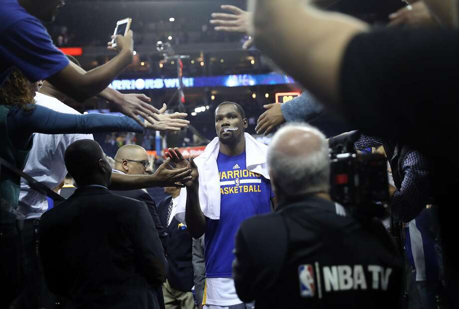 Golden State Warriors' Kevin Durant leaves the court after 122-96 win over Oklahoma City Thunder in NBA game at Oracle Arena in Oakland, Calif., on Thursday, November 3, 2016. Photo: Scott Strazzante, The Chronicle