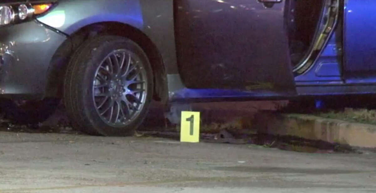 A man was shot to death about 10 p.m. Thursday, Nov. 3, 2016, in the 2600 block of Telephone Road. (Metro Video)