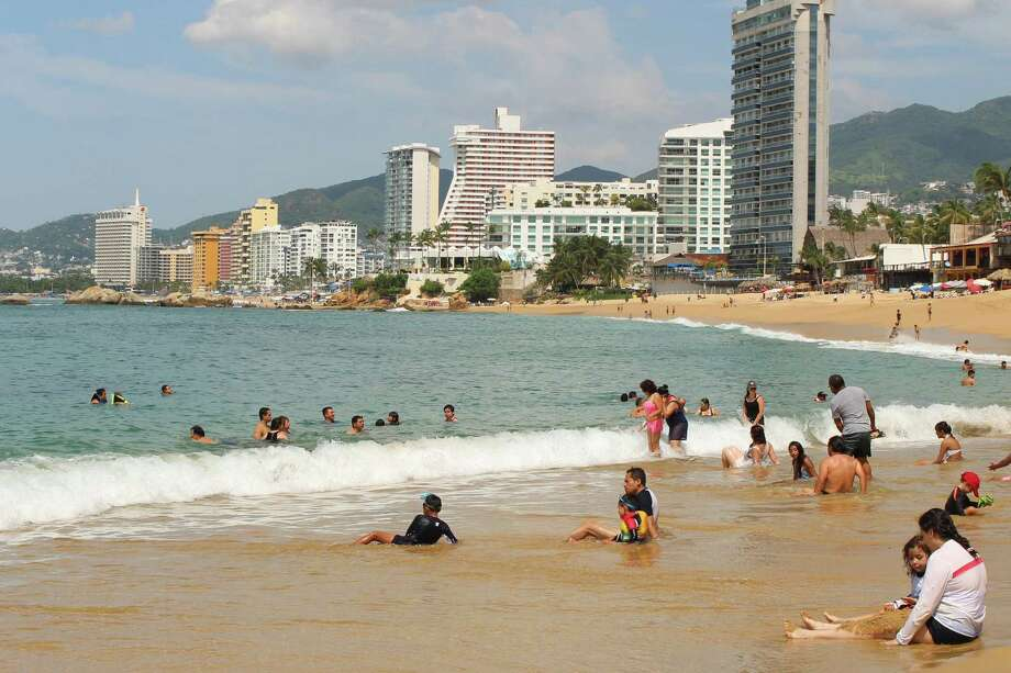 Eclipsed by resort towns like Cancun, Acapulco is working to return to its glory days. (Alan Solomon/Chicago Tribune/TNS) Photo: Alan Solomon, MBR / Chicago Tribune