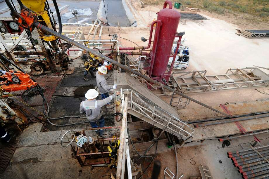 Casing is put downhole on Trinidad Rig 433 on Wednesday, Nov. 2, 2016, in Midland County. James Durbin/Reporter-Telegram Photo: James Durbin