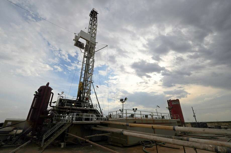 Drilling rig in Midland County. Photo: James Durbin/Reporter-Telegram