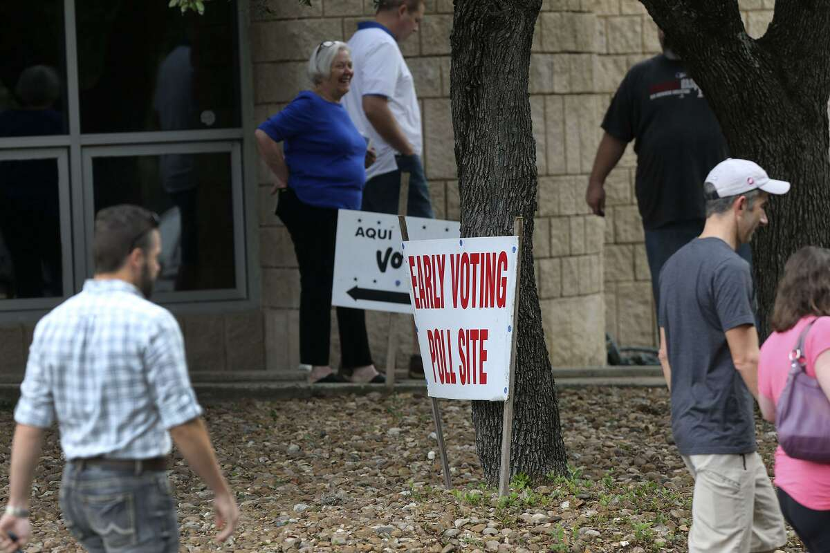 Voters head to the polls Friday November 4, 2016 at the Brook Hollow Branch of the San Antonio Public Library on Heimer Road. Friday November 4 is the last day of early voting for the upcoming 2016 election.