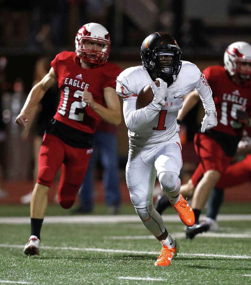 St. Pius X's wide receiver Bryson Jackson (1) runs the ball during the first half of a high school football game between St. Pius X and St. Thomas High Schools at St. Thomas, Friday,Nov. 4, 2016 in Houston.   ( Karen Warren / Houston Chronicle ) Photo: Karen Warren, Staff Photographer / 2016 Houston Chronicle