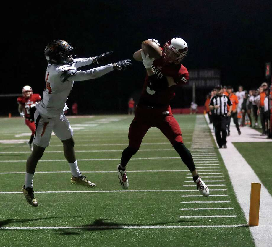 St. Thomas' Daniel Perkins (5) hauls in a pass in the end zone for the touchdown over St. Pius X's Perry Carter (14) during the first half of a high school football game between St. Pius X and St. Thomas High Schools at St. Thomas, Friday,Nov. 4, 2016 in Houston.   ( Karen Warren / Houston Chronicle ) Photo: Karen Warren, Staff Photographer / 2016 Houston Chronicle