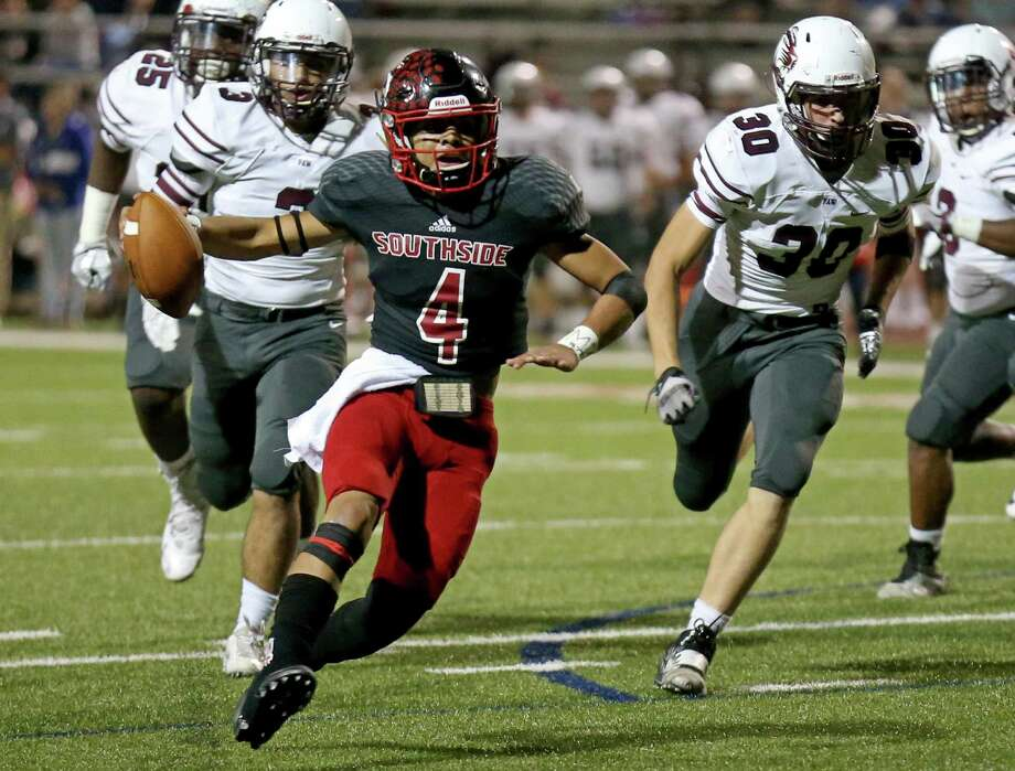 Southside's Johnny Herrera looks for running room against Floresville during first half action Friday Nov. 4, 2016 at Cardinal Stadium. Herrera was injured on the play. Photo: Edward A. Ornelas, Staff / San Antonio Express-News / © 2016 San Antonio Express-News