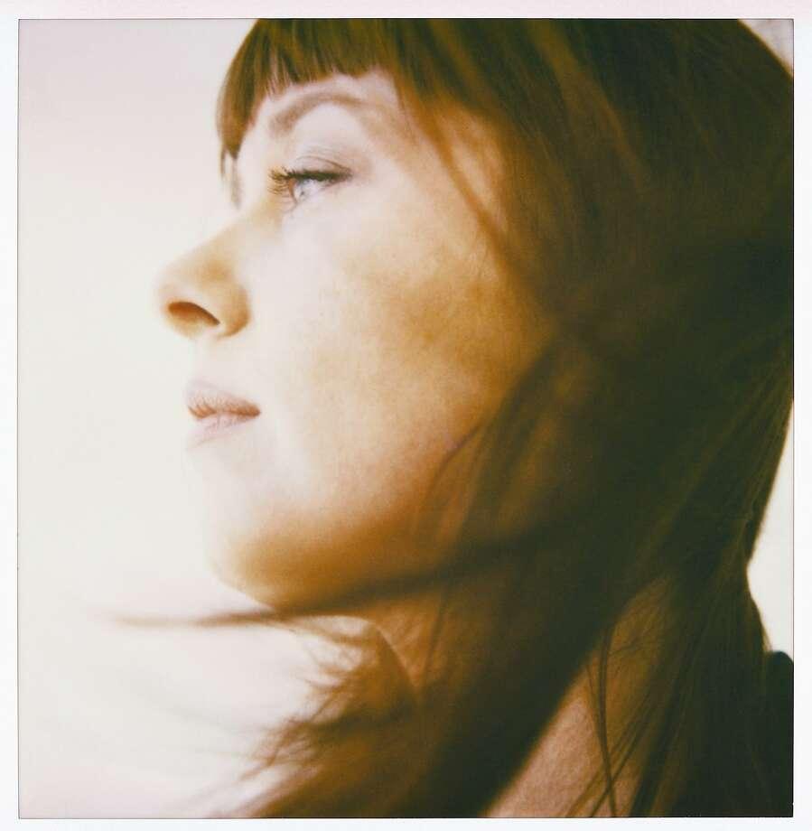Singer-songwriter Suzanne Vega)