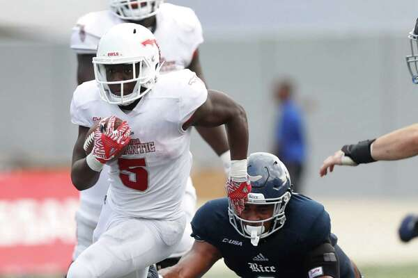 Florida Atlantic Owls running back Devin Singletary (5) runs the ball as Rice Owls defensive end Derek Brown (3) tried to dive tackle him during the second quarter of a college football game at Rice Stadium, Saturday,Nov. 5, 2016 in Houston.
