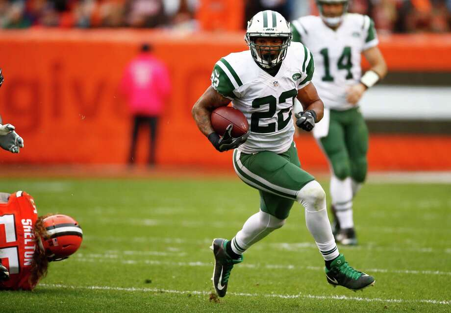 CLEVELAND, OH - OCTOBER 30:  Matt Forte #22 of the New York Jets carries the ball during the second quarter against the Cleveland Browns at FirstEnergy Stadium on October 30, 2016 in Cleveland, Ohio. (Photo by Gregory Shamus/Getty Images) ORG XMIT: 663913225 Photo: Gregory Shamus / 2016 Getty Images