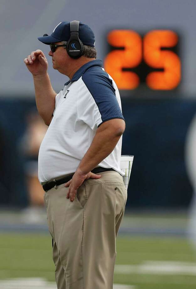 Rice Owls head coach David Bailiff on the sideline during the second half of a college football game at Rice Stadium, Saturday,Nov. 5, 2016 in Houston.  FAU won the game 42-25. Photo: Karen Warren, Houston Chronicle / 2016 Houston Chronicle