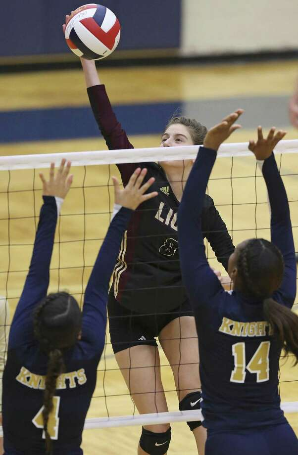 S.A. Christian's Camryn Specia totaled 39 kills, 17 digs, seven aces and 1½ blocks in wins over Holy Cross and Natalia. Photo: Tom Reel /Staff Photographer / 2016 SAN ANTONIO EXPRESS-NEWS