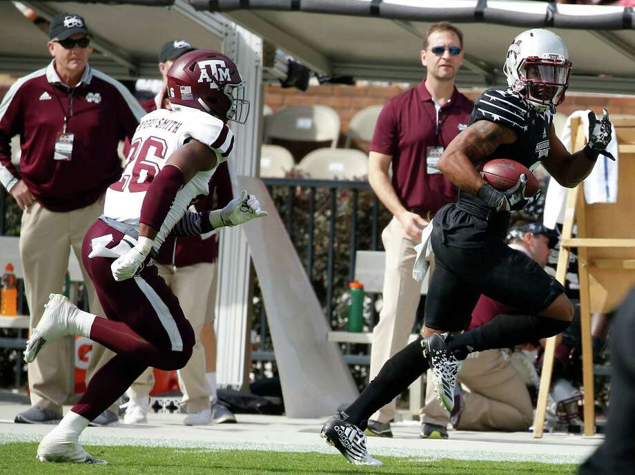 Mississippi State receiver Fred Ross, right, leaves A&M defensive back DeShawn Capers-Smith in his wake on a 60-yard touchdown pass play in the second quarter. Photo: Rogelio V. Solis, STF / Copyright 2016 The Associated Press. All rights reserved.