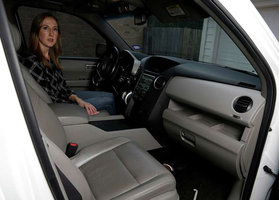 Jennifer Reitmeyer had to wait about 2 months to get replacement parts for a recalled passenger-side air bag for her 2010 Honda Pilot. Awaiting a visit from relatives, she asked for a rental car but had to fight for it. Photo: James Nielsen, Staff / © 2016  Houston Chronicle