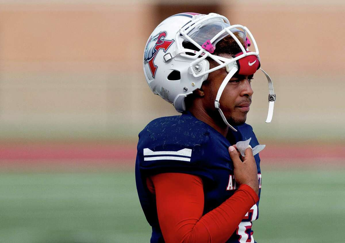 Atascocita quarterback Daveon Boyd (2) is seen on the sideline during the second quarter of a District 21-6A high school football game at Turner Stadium Saturday, Nov. 5, 2016, in Humble.