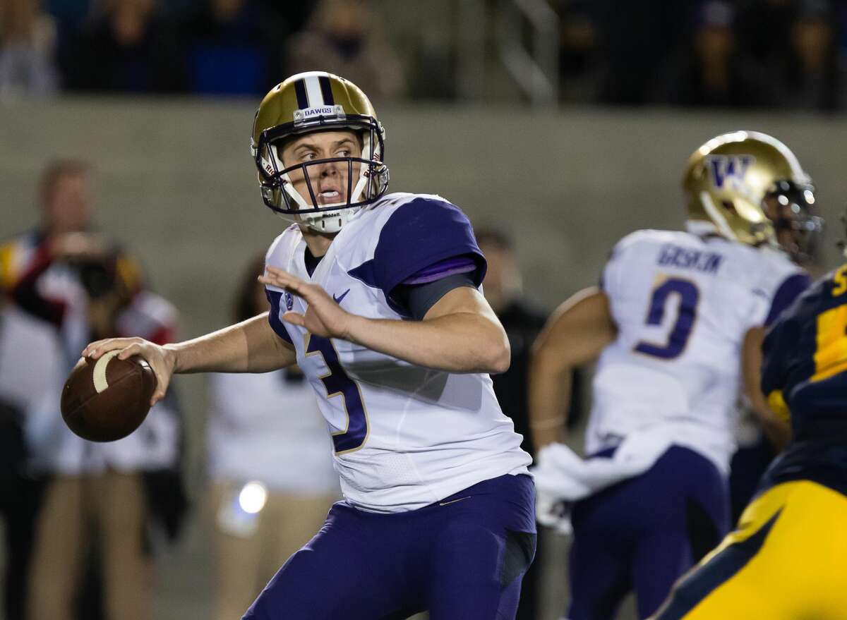 Nov 5, 2016; Berkeley, CA, USA; Washington Huskies quarterback Jake Browning (3) prepares to throw the ball against the California Golden Bears during the first quarter at Memorial Stadium. Mandatory Credit: Kelley L Cox-USA TODAY Sports