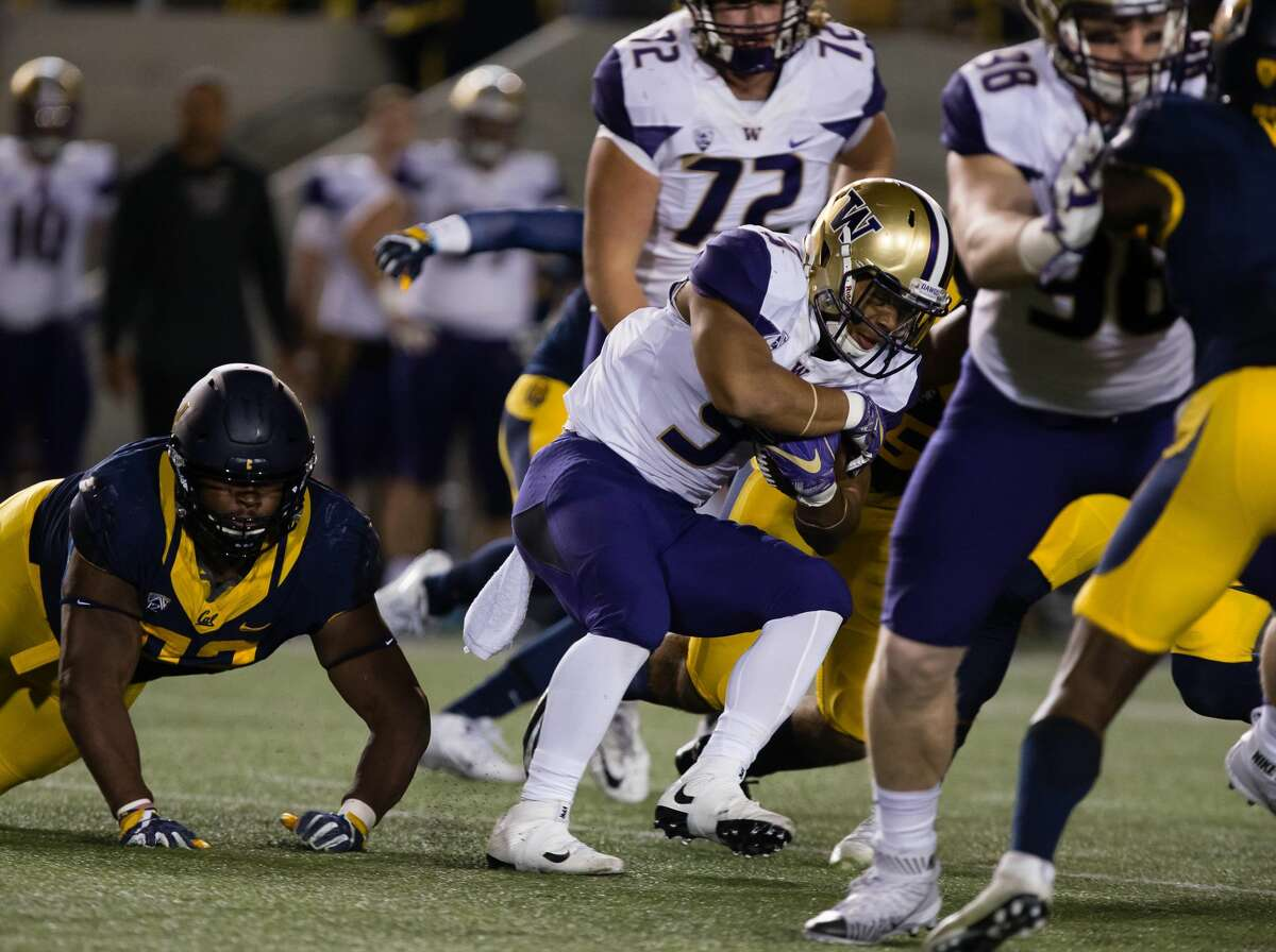 Nov 5, 2016; Berkeley, CA, USA; Washington Huskies running back Myles Gaskin (9) carries the ball against the California Golden Bears during the first quarter at Memorial Stadium. Mandatory Credit: Kelley L Cox-USA TODAY Sports