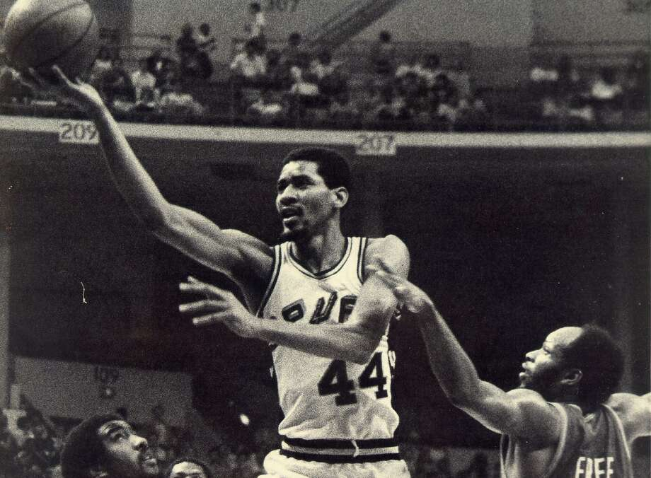 George Gervin lays up a finger roll at HemisFair Arena. Photo: Express-News File Photo