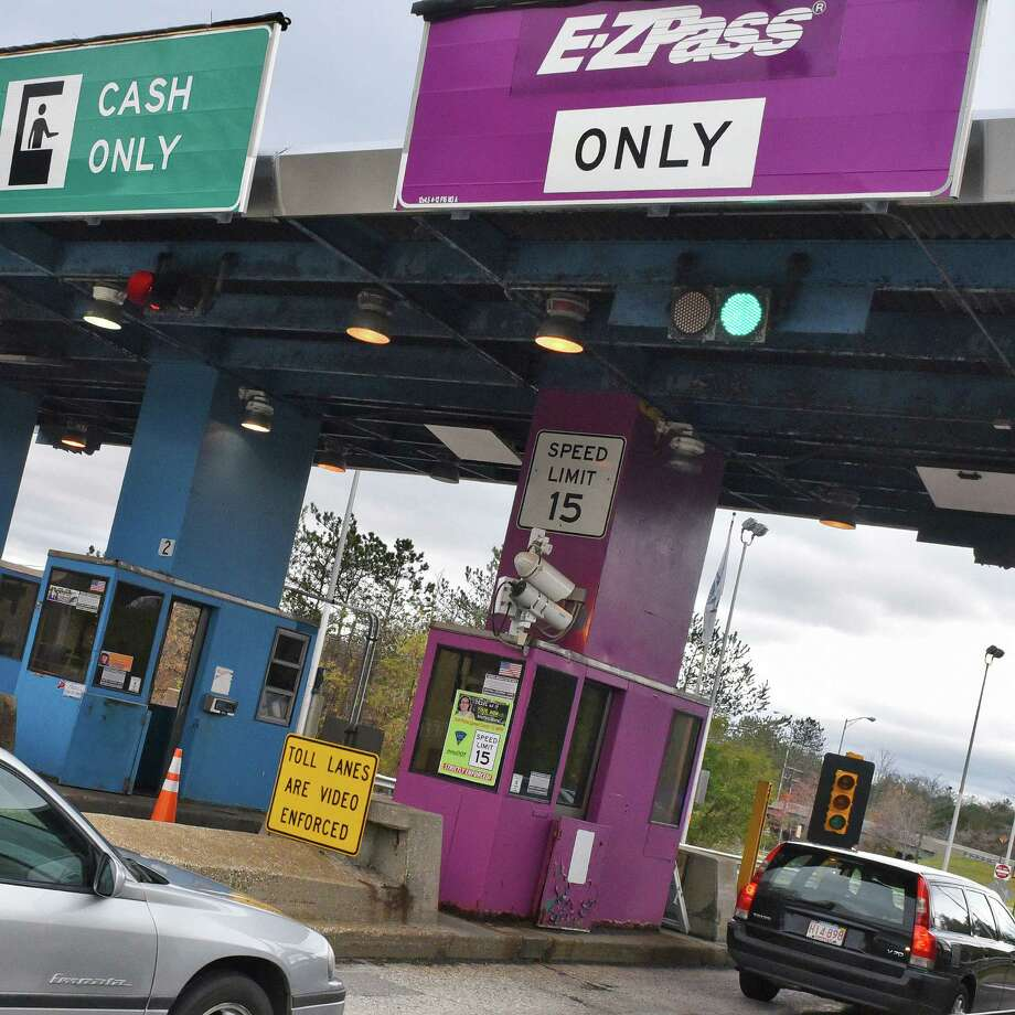 Cars enter the Massachusetts Turnpike Lee toll plaza E-ZPass lane on Friday Oct. 28, 2016, in Lee, Mass.  (John Carl D'Annibale / Times Union) Photo: John Carl D'Annibale / 20038598A