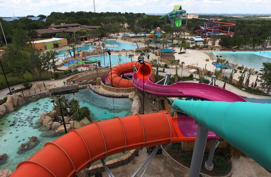 Attendance in Florida climbed 1.3 percent in the third quarter, the company said in a statement Tuesday, while attendance also rose at its San Antonio park, which mainly benefited from the new, separate gate at its Aquatica water park. Guests also were drawn to new attractions in Florida and San Antonio. Photo: San Antonio Express-News /File Photo / ©2012 San Antonio Express-News