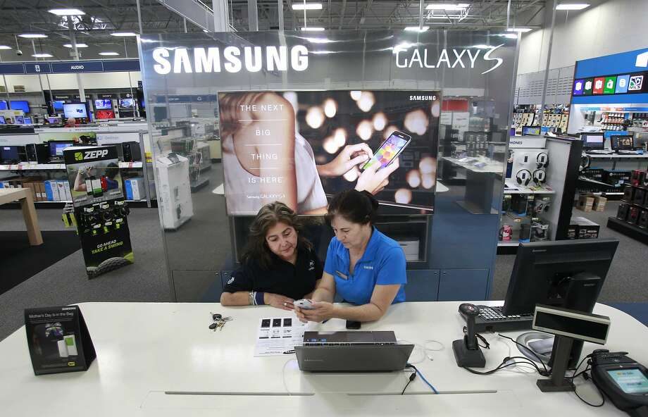 Customer Linda Avila, left, works with Donna Becerril, right, Samsung store lead, at the Samsung  kiosk in Best Buy, 9670 Old Katy Road, Tuesday, May 13, 2014, in Houston. ( Melissa Phillip / Houston Chronicle ) Photo: Melissa Phillip, Houston Chronicle