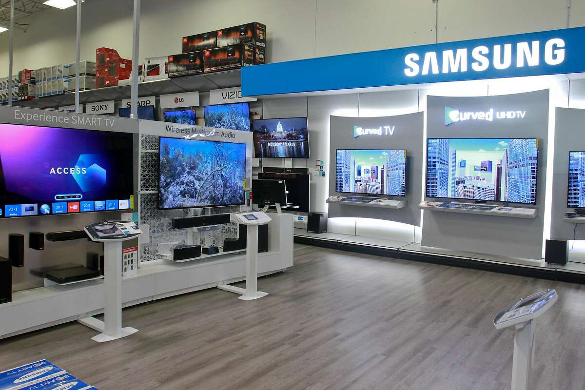 """Samsung 4K UHDTV and Samsung Curved TV. """"TVs are very popular, with 4K TVs being one of the hottest items of this holiday season, said Herald Zurita, store manager at Best Buy Bunker Hill store 216. (For the Chronicle/Gary Fountain, November 19, 2014)"""