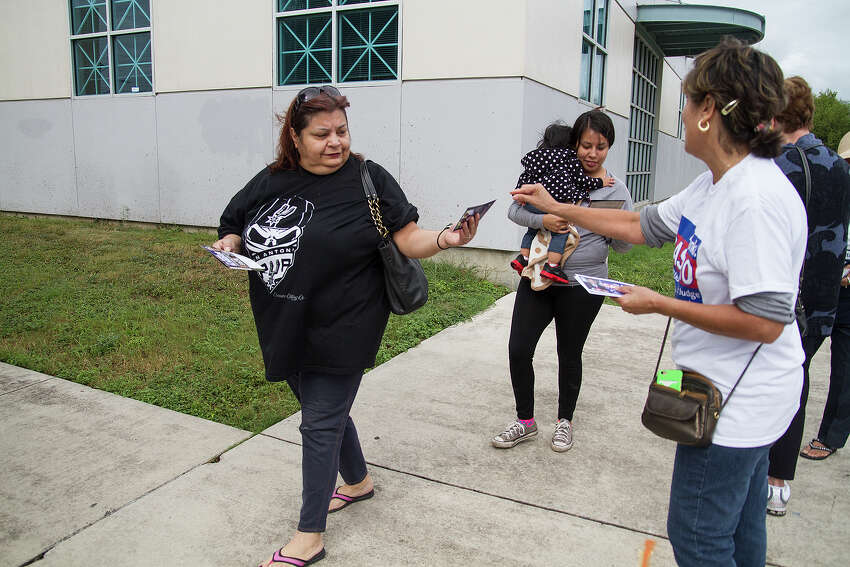 Francis Salceda (left) and her daughter-in-law Ashley Gomez visit the Las Palmas Library to vote on Election Day, Tuesday, Nov. 8, 2016.