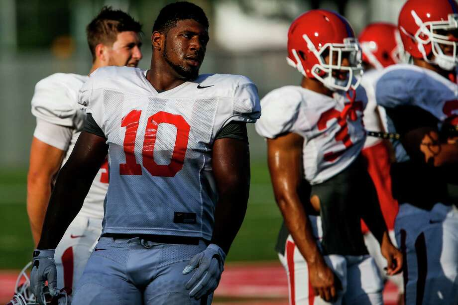 University of Houston defensive tackle Ed Oliver (10), a freshman and UH's top recruit last year, takes a break between drills Thursday, August 18, 2016 in Houston. ( Michael Ciaglo / Houston Chronicle ) Photo: Michael Ciaglo, Staff / © 2016  Houston Chronicle
