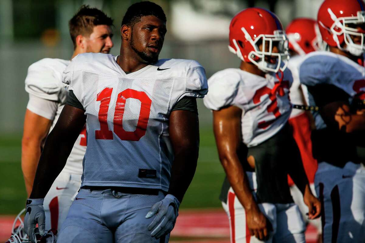 University of Houston defensive tackle Ed Oliver (10), a freshman and UH's top recruit last year, takes a break between drills Thursday, August 18, 2016 in Houston. ( Michael Ciaglo / Houston Chronicle )