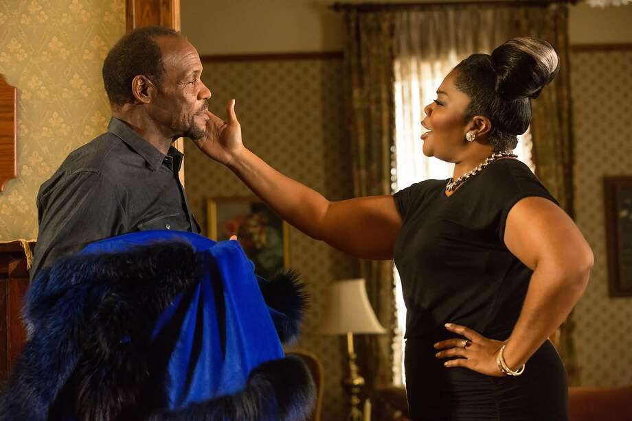 """Walter Meyers (Danny Glover) just wants everyone to get along when his sister-in-law Mary (Mo'Nique) and other family members visit for the holidays in """"Almost Christmas."""" Photo: Universal Pictures"""