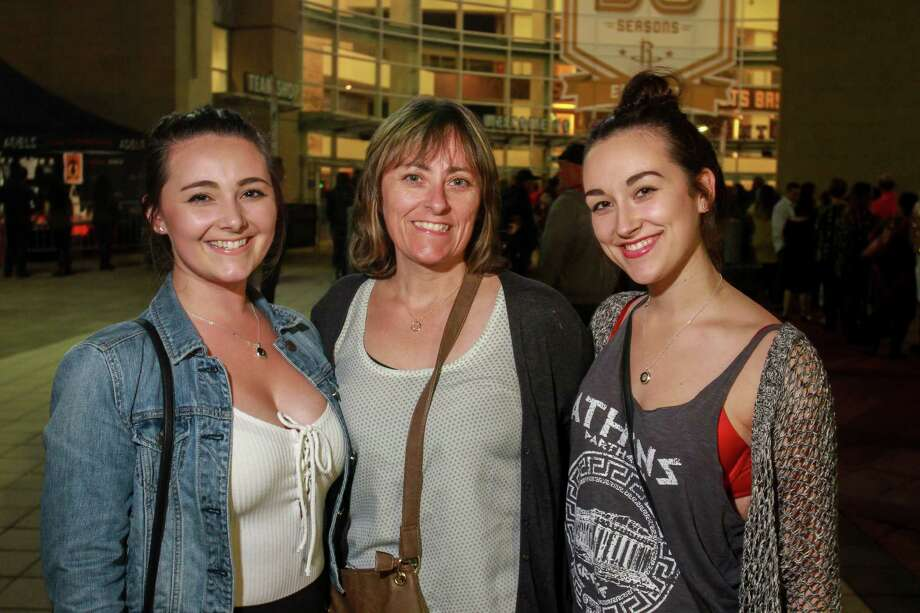Adele fans at Toyota Center on Nov. 8. Photo: Gary Fountain, Gary Fountain/For The Chronicle / Copyright 2016 Gary Fountain