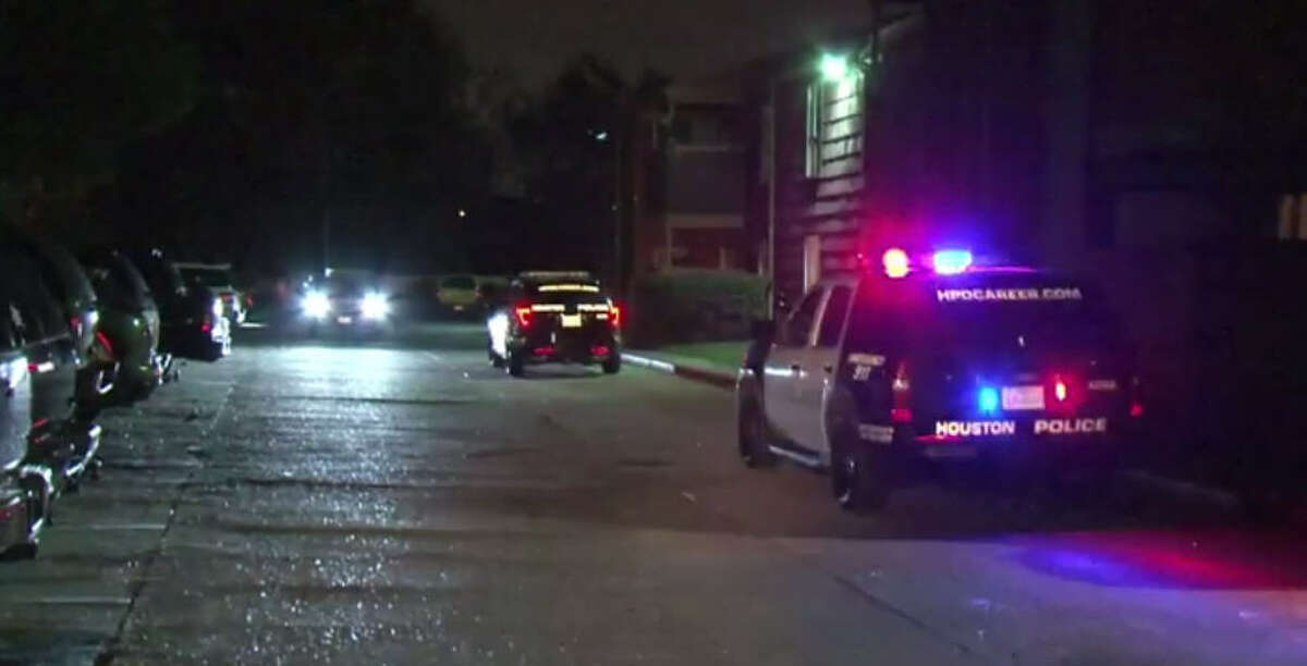 A man was shot to death during a robbery about 10 p.m. Tuesday, Nov. 8, 2016, in an apartment complex parking lot at 197 Goodson in north Houston. (Metro Video)