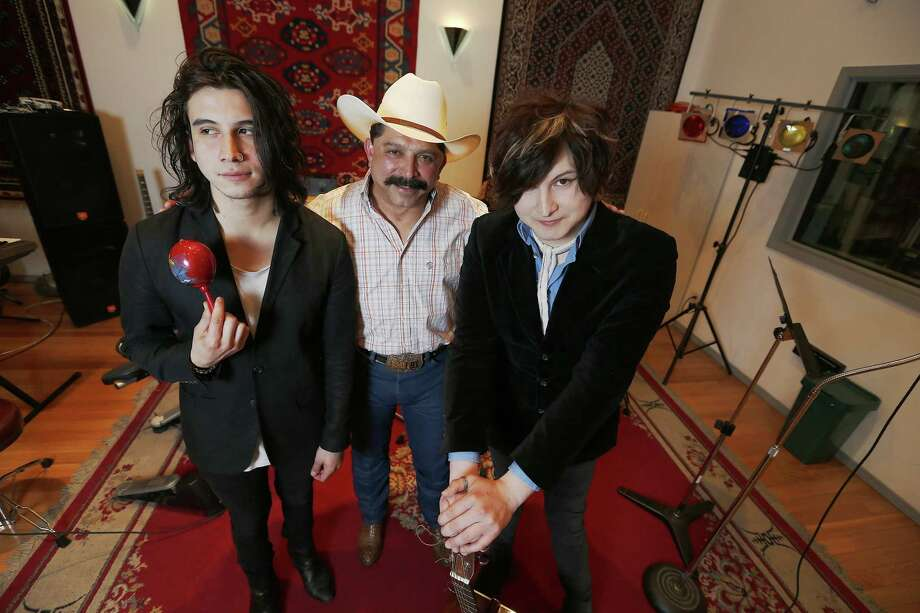 Emilio Navaira with sons Diego (left) and Emilio IV in 2015. Photo: Kin Man Hui /Staff File Photo / ©2015 San Antonio Express-News
