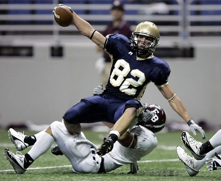 Alamo Heights' Sam Dibrell comes down with a pass for a touchdown on Dec. 2, 2006 in the Alamodome despite being pullled down by Corpus Christi Flour Bluff's Jossh Brunemeier during the first half of their Class 4A regional final. Photo: William Luther /San Antonio Express-News / San Antonio Express-News