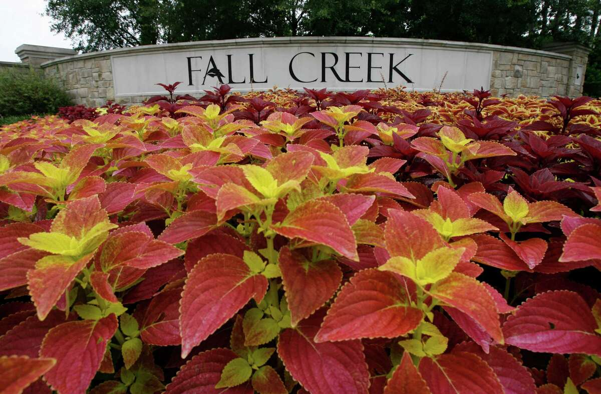 """The sign for Fall Creek off of Beltway 8 and Mesa Road, photographed, Thursday, July 26, 2007. For the """"Deal of the Week"""" for Business. ( Karen Warren / Chronicle )"""