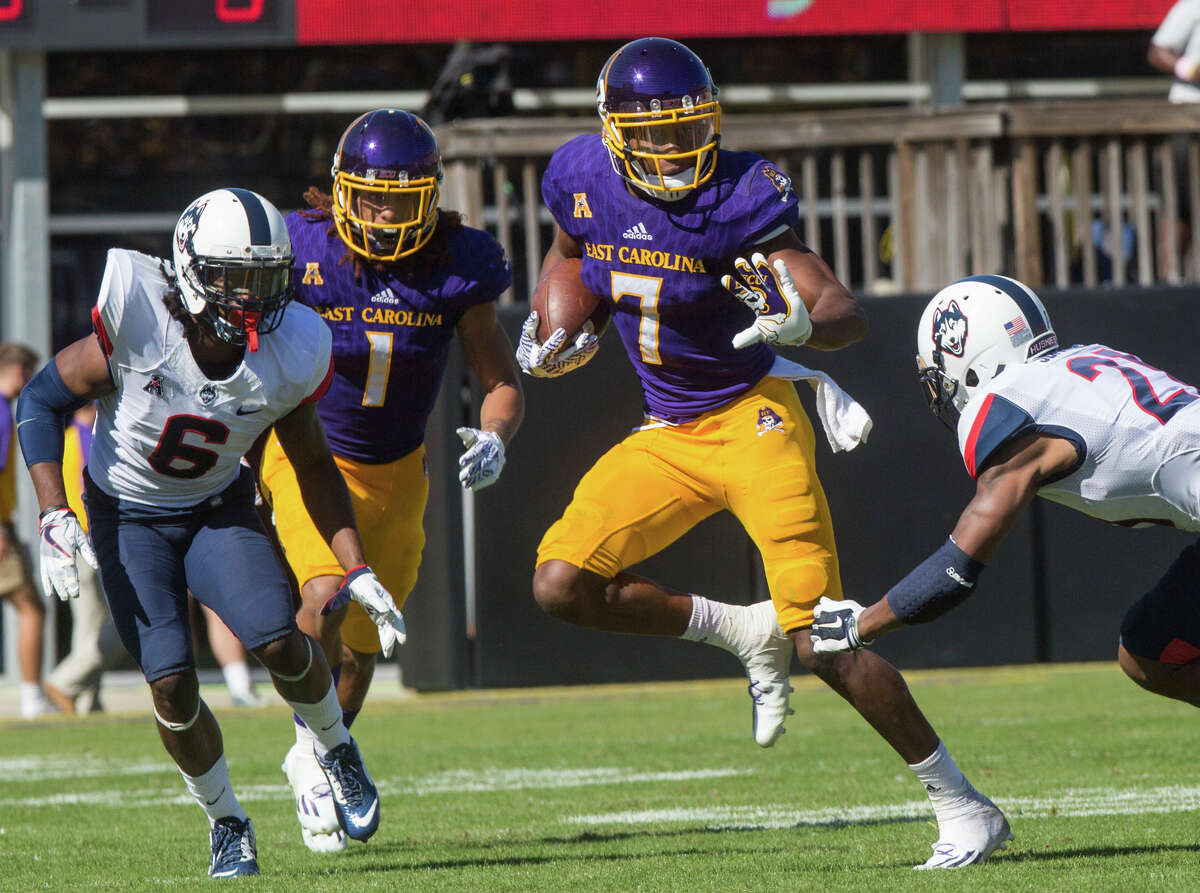 AAC POWER RANKINGS 10. East Carolina (3-6, 1-4 AAC) A week after snapping a long losing streak, East Carolina (3-6, 1-4 AAC) took another step back in Saturday's 45-24 loss at Tulsa, another game in which the Pirates could not muster offense late in the first half after an early touchdown, while the high-scoring Golden Hurricane did just that. ECU senior quarterback Philip Nelson was pulled during that spell and did not return, though head coach Scottie Montgomery intimated the passer was dealing with a shoulder injury. Senior receiver Zay Jones (above) continued to be the team's bright spot, turning in another career day with 13 catches for 209 yards and a long touchdown. He set a new ECU and AAC standard for receptions in a season in the process. ECU returns home for the next two weeks beginning this Saturday against SMU. The Pirates must win each of their final three games to become bowl eligible. - Nathan Summers, The Daily Reflector
