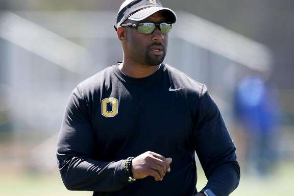 Perennial basketball power Bishop O'Dowd-Oakland is one of the Bay Area's strongest football teams this season, thanks in large part to coach - and former Raiders running back - Napoleon Kaufman. The Dragons are the No. 2 seed in the North Coast Section Division III playoffs.